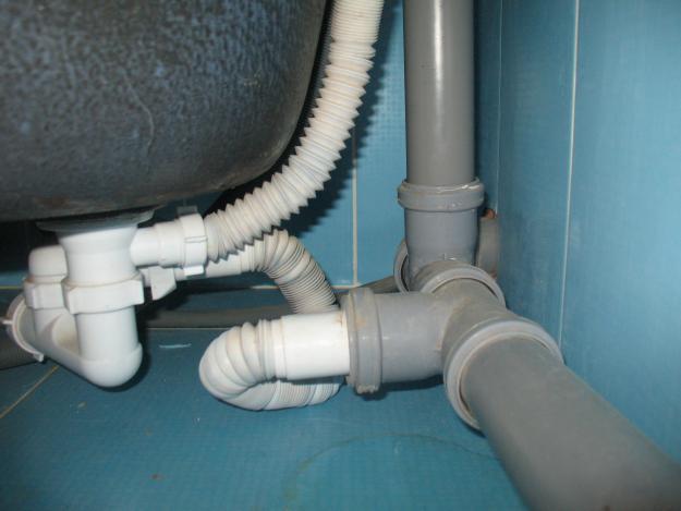Подключение канализации к ванне своими руками