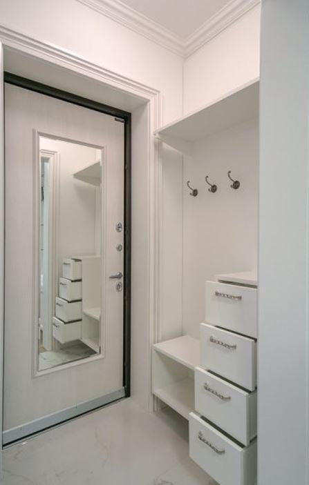 входная дверь с зеркалом внутри преимущества