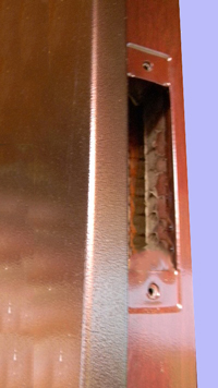 Как поменять замок в металлической двери
