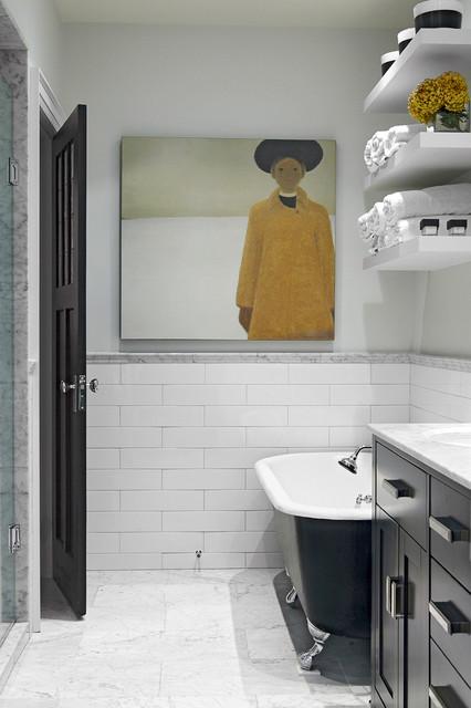 Рисованая картина на стене в ванной