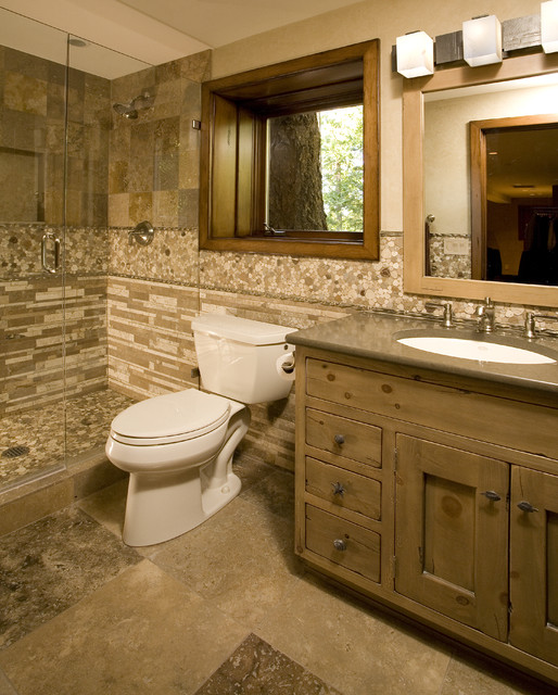 Крупная плитка на полу в ванной комнате
