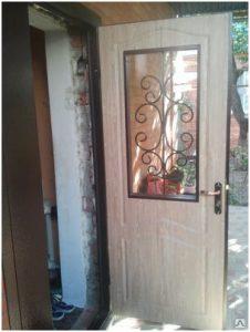 vhodnyie-dveri-so-steklom_3