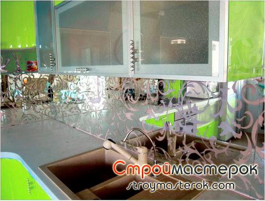 Зеркальные панели для кухни