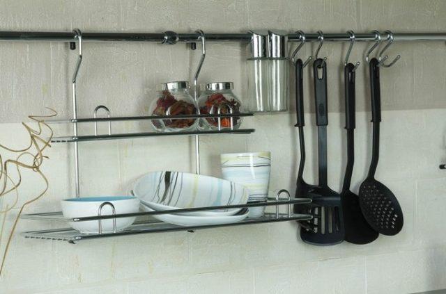 Рейлинги для подвешивания - как идея для маленькой кухни