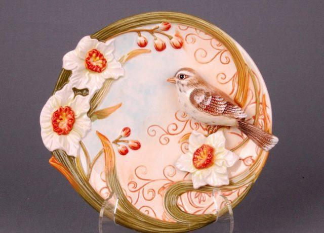 Декоративная тарелка на стену птичка в нарциссах