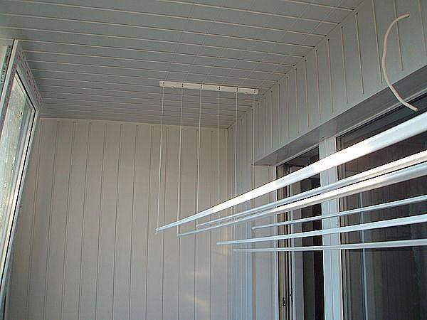 2-1293-2-17022-otdelka-balkona-shovnoj-plastikovoj-vagonkoj