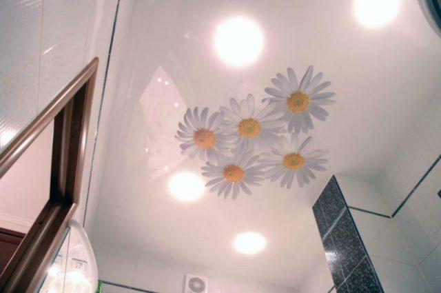 ремонт потолка в туалете