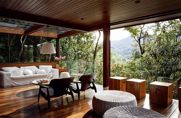 Terrassenverglasung-holzboden-ausblick-gebirge
