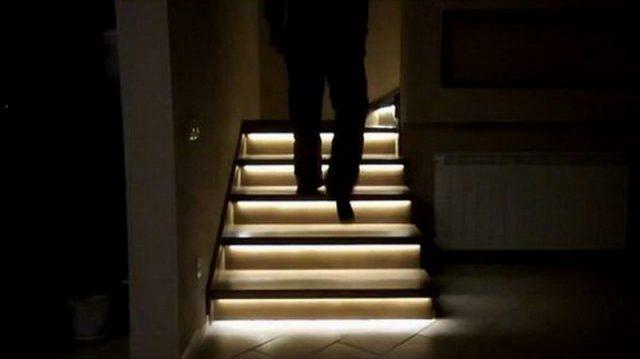Светодиодная лента на лестнице